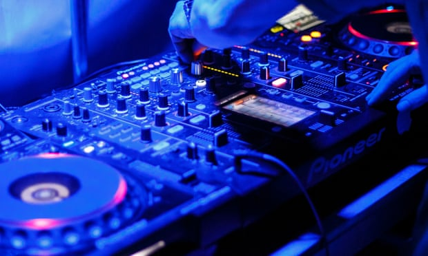 Comment identifier un set DJ Vs un Set Live ???