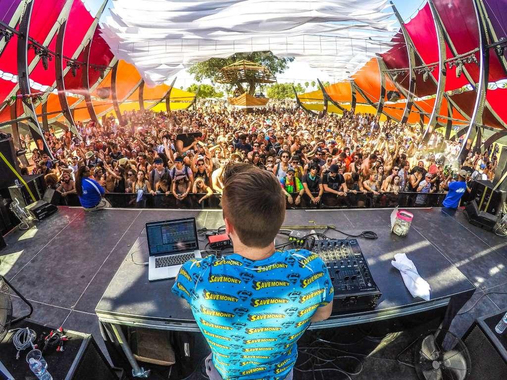 photo live dj festival musique electronique comment identifier un set DJ Vs un Set Live