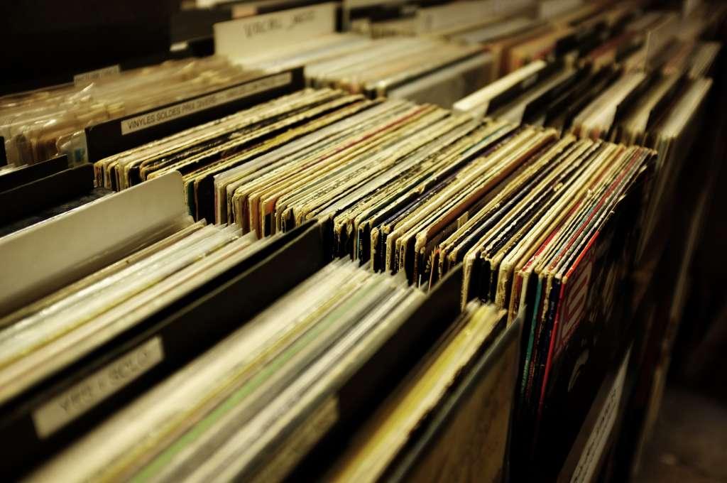 collection disque Bar a vinyles Little G wedding dj cote d azur french riviera